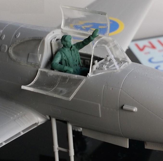 SAAB J21 sittande pilot
