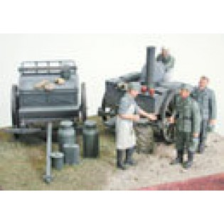 German Field Kitchen with 4 figures