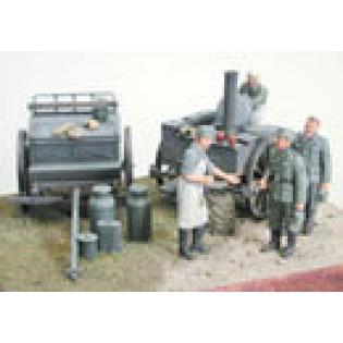 German Field Kitchen with 4 figures
